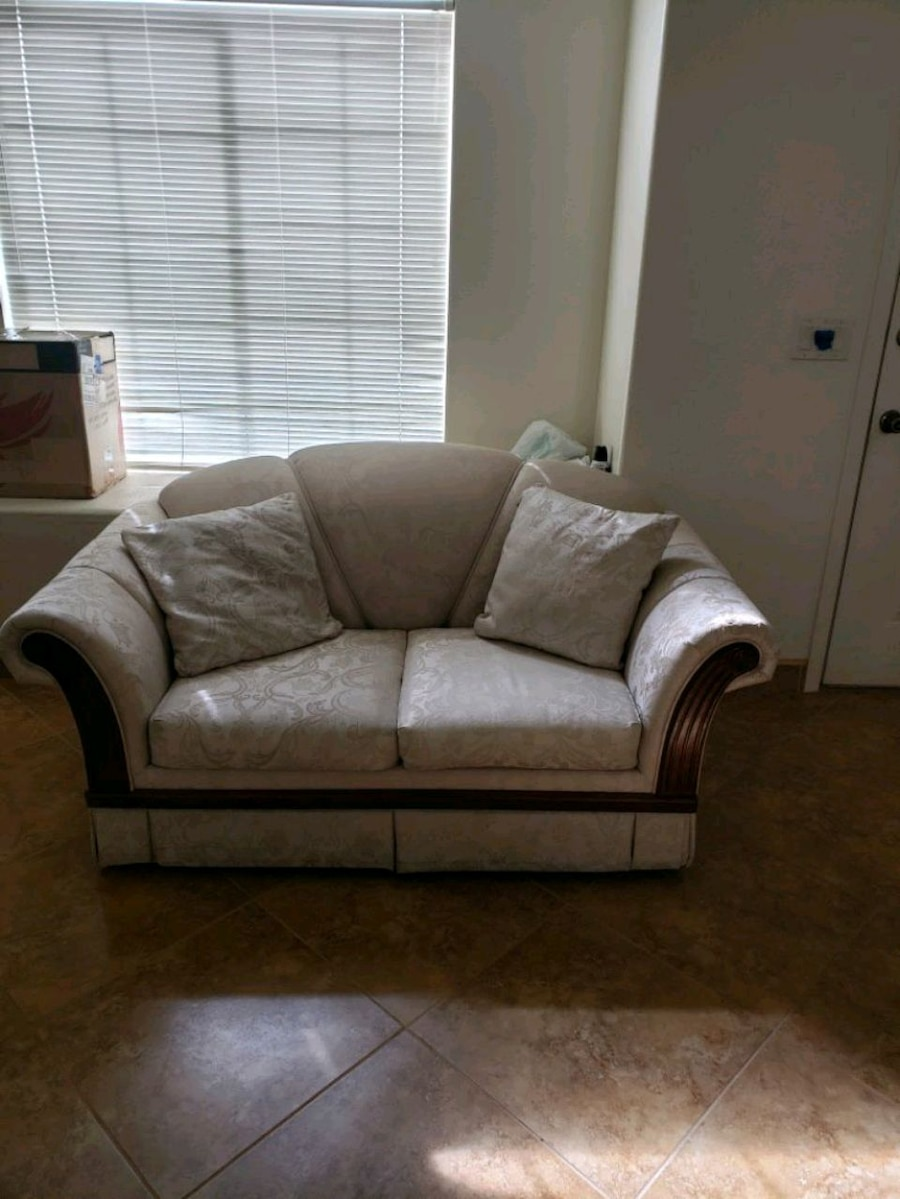 Couches With Pull Out Beds