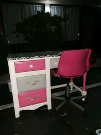 white and pink wooden vanity table Tarpon Springs, 34688