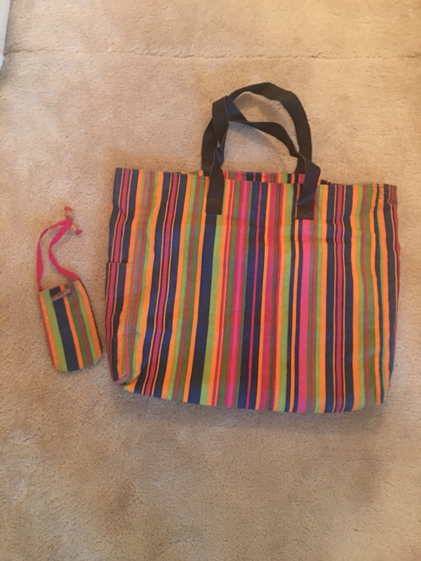 Large tote bag with matching mini purse 840738d1-be9f-465c-af53-ec370322b7ea