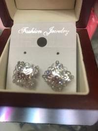 Earring brand new ,stone diamond silver plated Calgary, T2B 3G1
