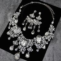 STUNNING BRAND NEW NECKLACE EARRING SET