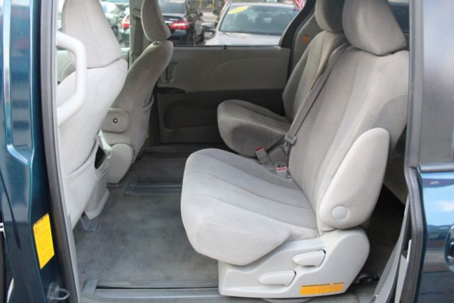 2011 Toyota Sienna for sale 8