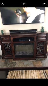 Brown wooden tv stand Youngstown, 44512