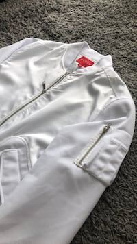Male White Guess Jacket Large Vancouver, V6B 1X3