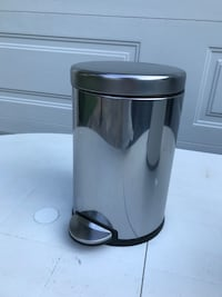 $12 - Bathroom Trash Can by Simple Human Rockville