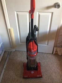 Red and black dirt devil upright vacuum cleaner エルセリト, 94530