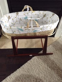 Jolly jumper mosaic bassinet in excellent condition Vaughan, L6A 2S2
