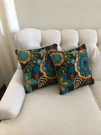 Decorative throw cushions - set of 2 Newmarket, L3Y 1L4