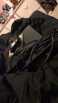 Xbox One all black counsel  Humble, 77338