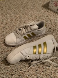 pair of white Adidas Superstar Lake Placid, 33852