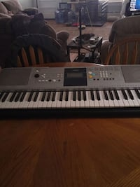 gray and white electronic keyboard