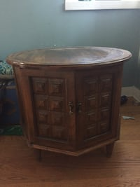 Wooden end table  Chicago, 60613