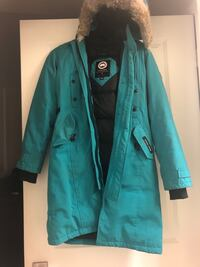 Canada Goose Women's Kensington Parka MINT CONDITION ALMOST BRAND NEW COMES WITH EVERYTHING Mississauga, L5B 0J7