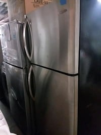 Frigidaire stainless steel top and bottom refriger Baltimore, 21223