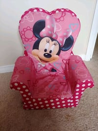 Minnie Mouse seat. Stain or two but very minor! Barrie, L4M 6Z8