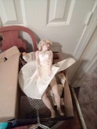 Marlyn Monroe Doll mint condition RARE Find