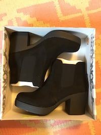 women's pair of black platform chunky-heeled booties in box Superior, 48105