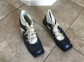COUNTRY SKI BOOTS SIZE 10
