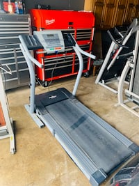 Nordictrack EXP 2000i treadmill in excellent works conditions