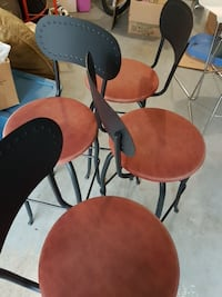 4 iron stool in good condition White Rock, V4B 3L5