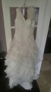 women's white wedding gown Ajax, L1T 0C7
