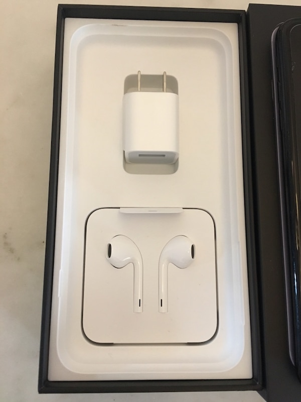pretty nice c192b 0afcf iPhone 7 Plus with brand White apple earpods with case box included IPhone  123GB