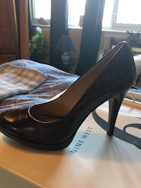 pair of black leather platform stilettos Côte-Saint-Luc, H4W 2V3