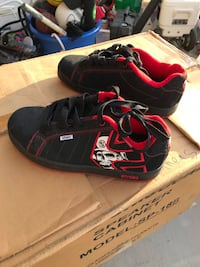 pair of black-and-red Nike running shoes 2284 mi