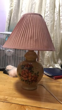 Hand painted ceramic lamp, antique and can add a beautiful decor to any room Toronto, M1L 3V6