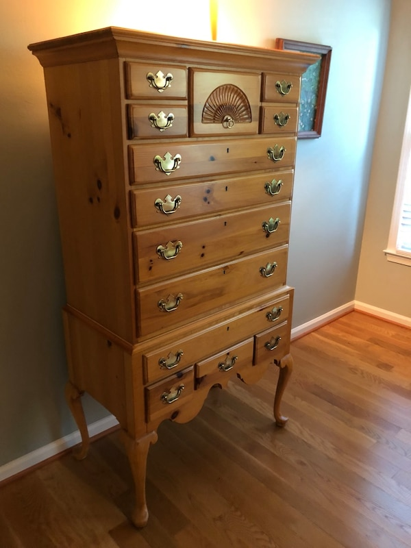 Chest of drawers (solid pine wood) 236254f6-5726-4f48-b2b7-82bd1241c8a6