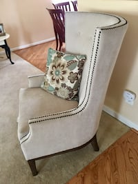 Very light Gray fabric tufted sofa chair Brookhaven, 19015