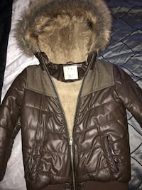 Leather jacket for fall and warm winter. Very good conditions  for boys will fit age 6, to 9 depending on boys size. Very chic for 80$ Montréal, H8P