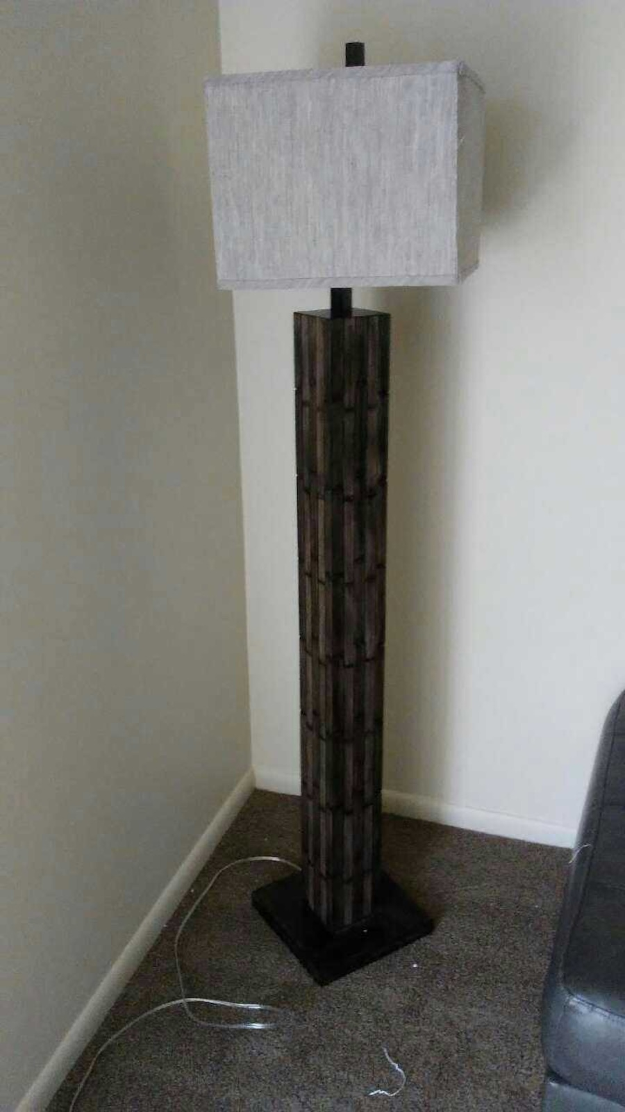 Mosaic wood look floor lamp perfect condition in ohio letgo for Floor lamp mosaic wood