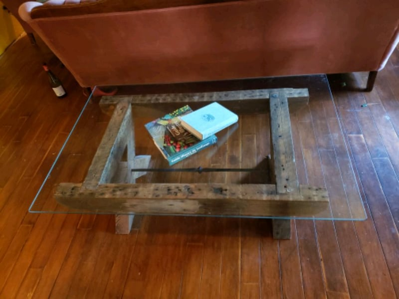Reclaimed lumber and glass coffee table b7f10949-e041-46c5-8e07-72c8d9b2bc16