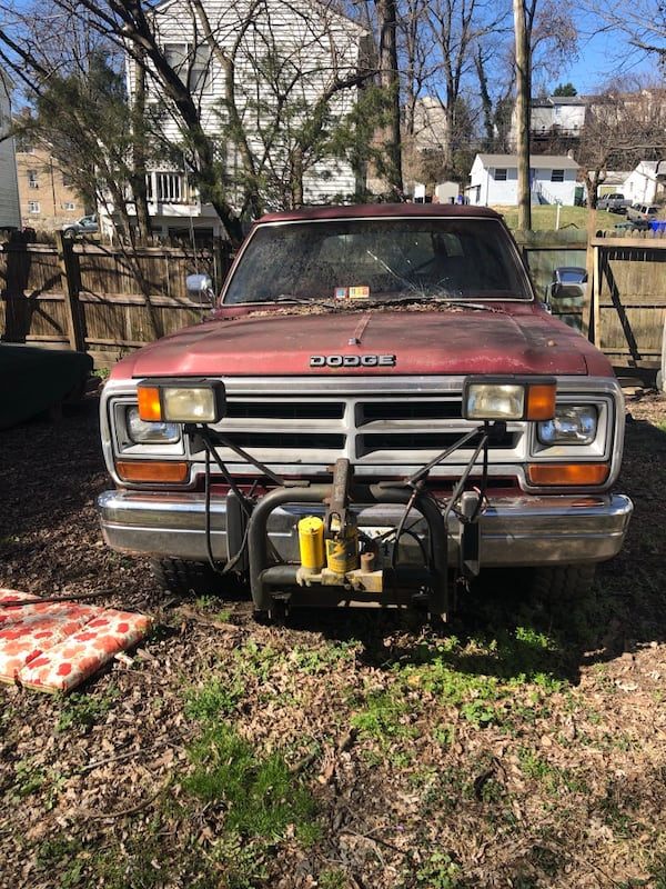 Dodge - Ramcharger - 1989 I bought it a few years ago, drove it around a bit when fuel lines began to leak, parked it and it's been there since 1 1/2 -2 years   318 motor low mileage on truck less than 80,000 54bfb3f7-7f0a-4bc8-b71a-3ba05aaddadb