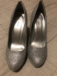 Silver shoe from spring.  Size 8.  Worn once Mississauga, L5M 3Y5