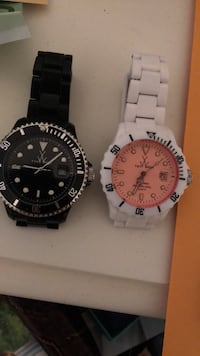 two round silver analog watches Vaughan, L6A 0X2