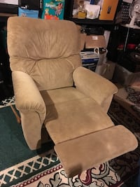 Very Comfy Microfibre Rocking Recliner  Mississauga, L5W