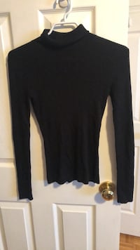 black scoop-neck long-sleeved shirt Guelph, N1L 1T4