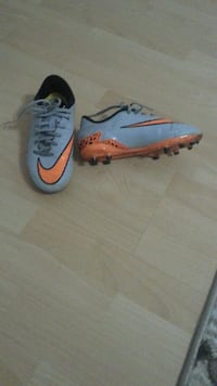Paar grau-orange Nike Mercurial Bonn, 53179