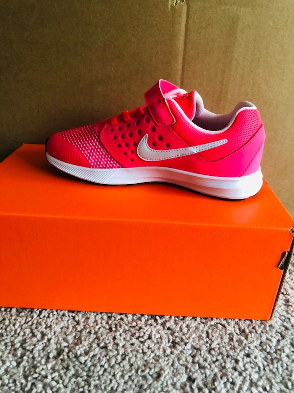 New nike sneakers  eb476add-5aca-4695-998d-ca69cb7a3805
