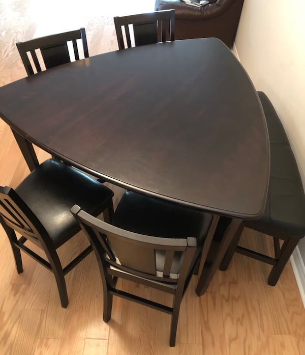 Counter-height table and 4 chairs- bonded leather and gently used! ae7d6351-e08e-41b3-a767-e3d778ee5a9f