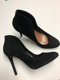 Vince camutto high back suede shoe Toronto, M6M 2G1