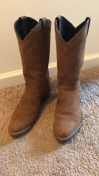 pair of brown leather r-toe western cowboy boots Conoy, 17502