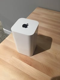 AirPort Extreme - new condition. Barely used   Lake Country, V4V 1X5