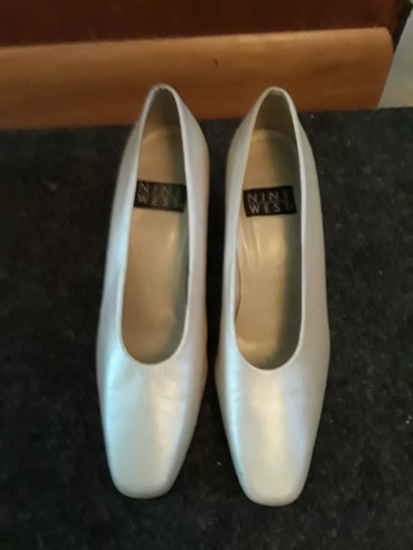 Dress Pumps / Shoes size 7. Off-White, Like New, Cream Colored Pumps  3