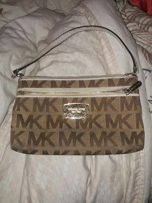 monogrammed brown and beige Michael Kors leather handbag 4a047e85-ba51-4cd8-80b7-13b3c98301a6