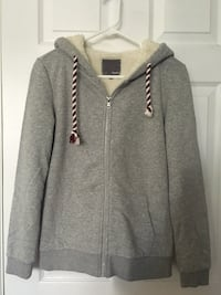 Grey fall or winter jacket with white fur 埃德蒙顿, T6J 2H8