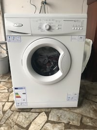 Whirlpool bianco a carica frontale