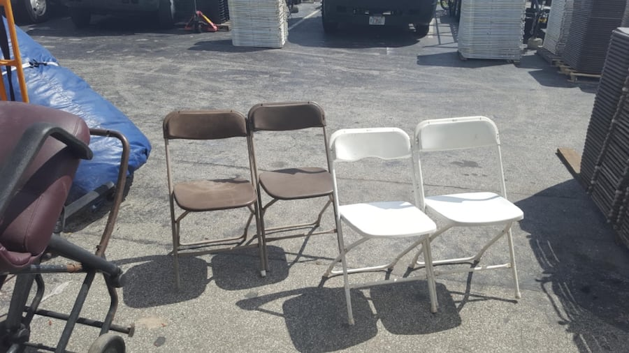 Used White And Brown Folding Chairs